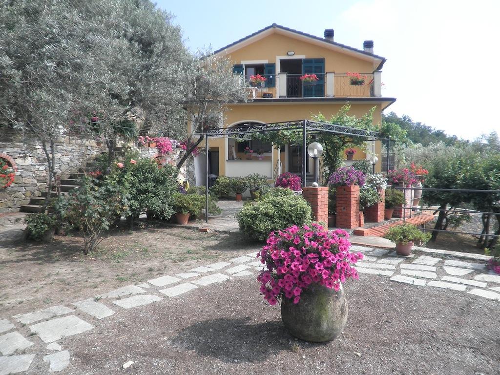 Camogli – Via San Giacomo vani 7 mq. 100