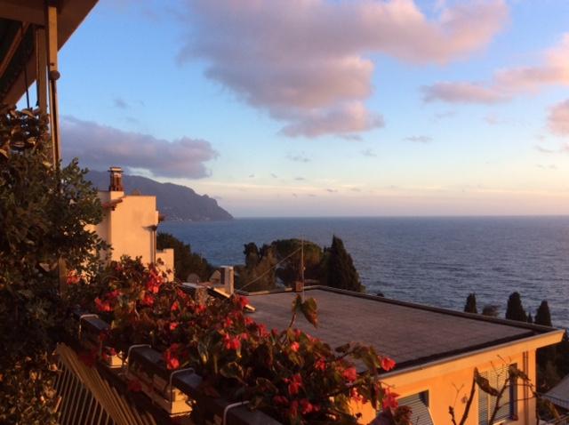 Sori – Via Crispi con terrazzo al piano