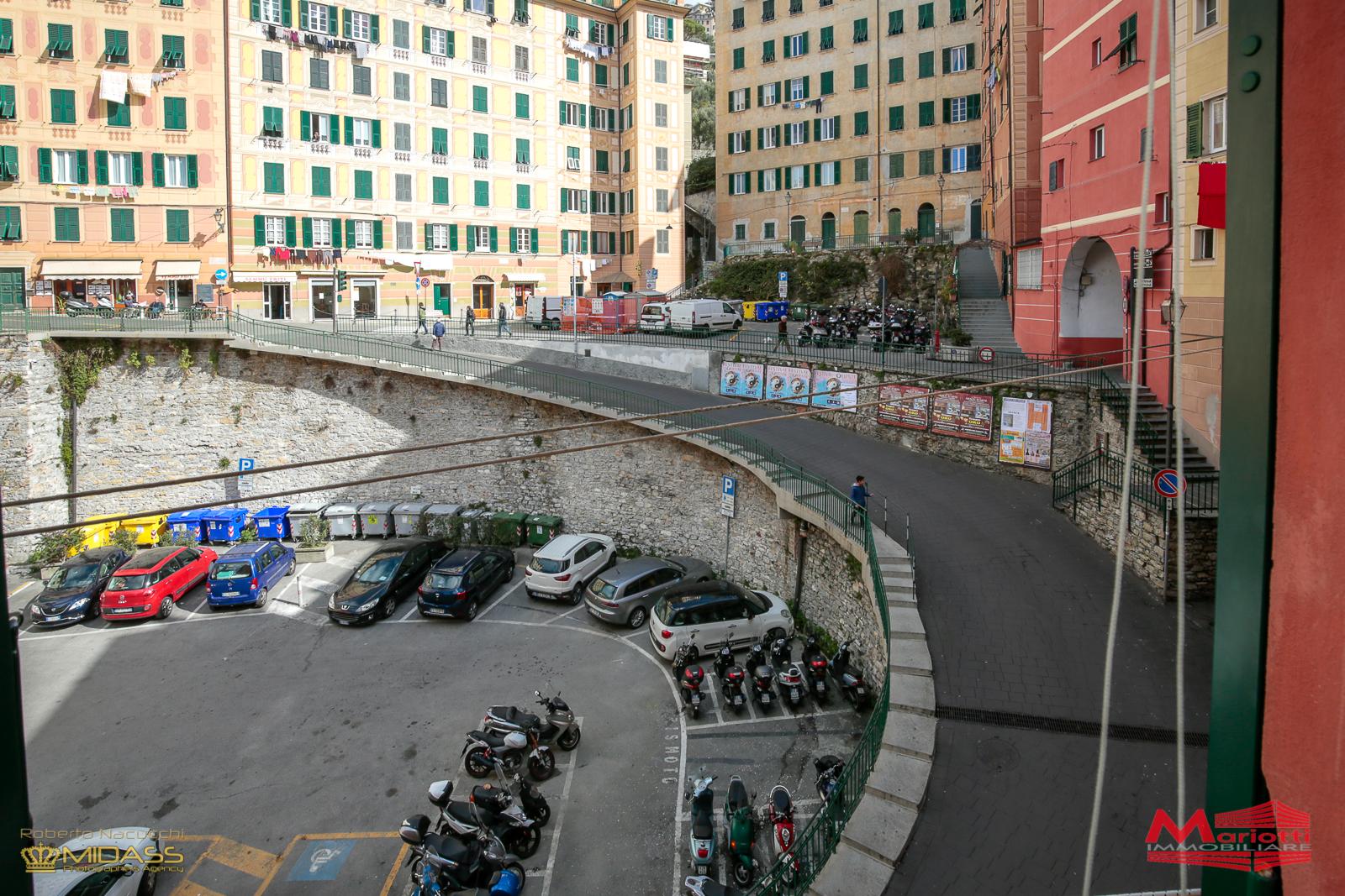 Camogli – P.za Barisone vani 6 mq. 80